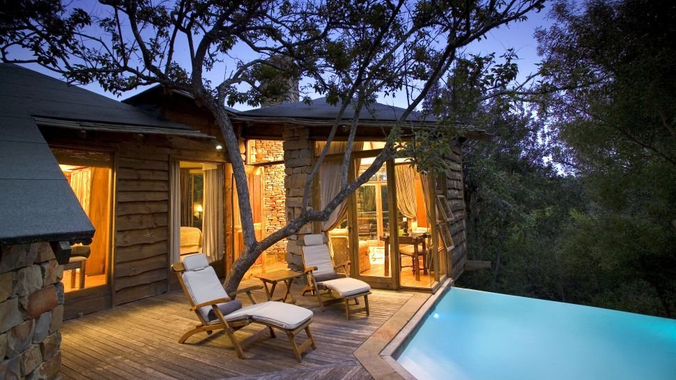 Treetop-villa-with-private-pool