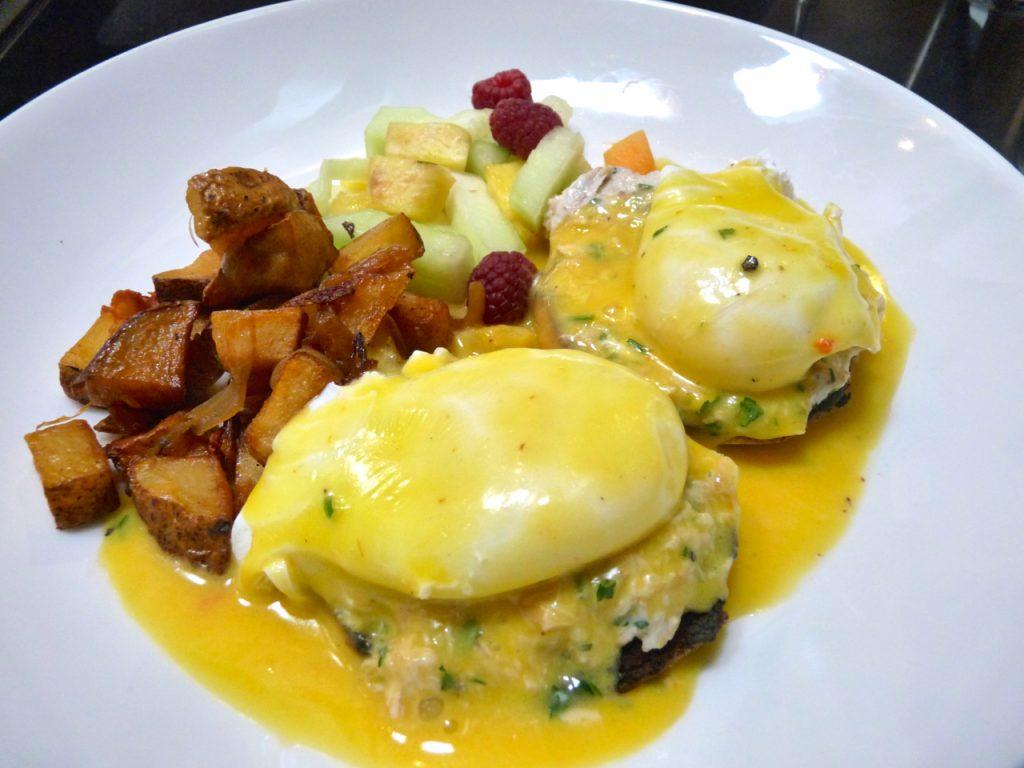 dereks-restaurant-crab-eggs-benedict